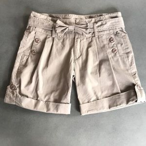 Teenie Weenie khaki style pleated shorts